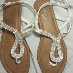 Madeline Stuart size 8.5 Sandals White